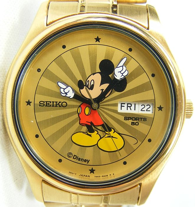 RARE Seiko Disneys Mickey Mouse Mens Bracelet Watch Sunburst Dial w