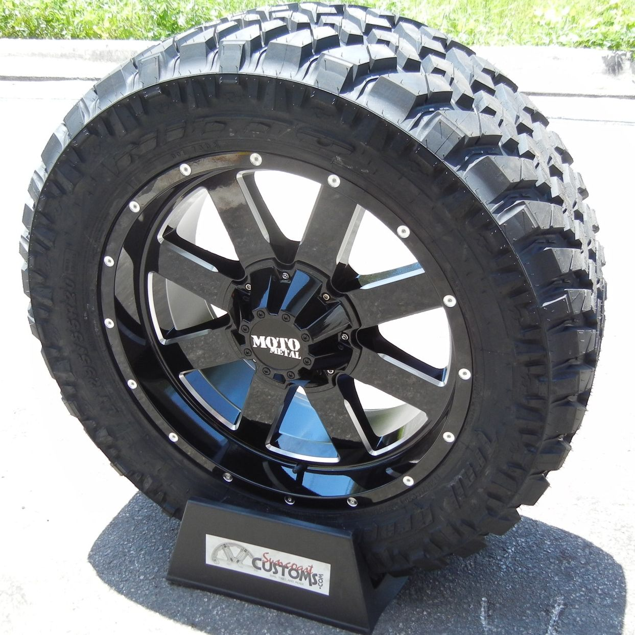 20 Black Moto Metal Wheels Nitto Trail Grappler Tires Silverado 1500